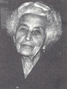 Byla manželkou Viktora Straky a matkou Hellmutha Straky