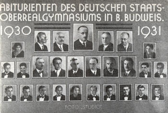 Na tablu abiturientů německého gymnázia v Českých Budějovicích je on v dolní řadě profesorského sboru tím prvním zprava (viz i Otto Wilder)