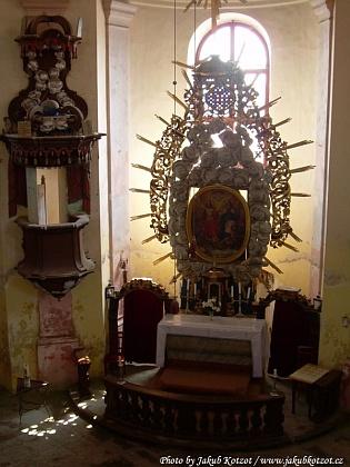 ... a jeho hlavní oltář