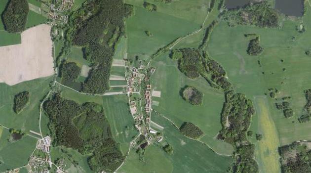 Selská krajina kolem Trutmaně, dnes Mezilesí, na leteckých snímcích z let 1952 a 2008