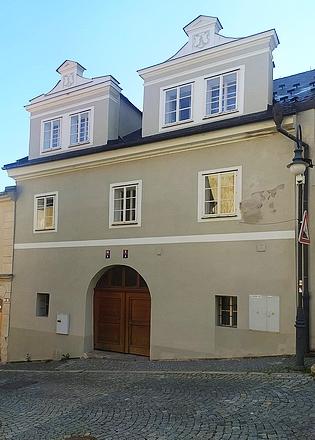 Vimperský dům čp. 5 na prostranství pod městskou zvonicí náležel v 18. století rodině Streblově