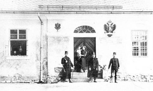 Idylicky vyhlížející celnice v Rozvadově, kde v rakouských státních službách působili Strnadtovi předkové, na snímku z roku 1914