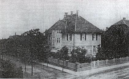 Jeho Igelhaus v Perchtoldsdorfu, obci na západě hraničící sVídeňským lesem