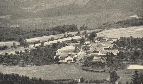 Smědeč, k jehož škole náležel blízký Příslop, na staré pohlednici
