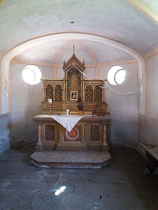 Exteriér a interiér kaple Panny Marie Lurdské v Záhoří nasnímcích z roku 2018