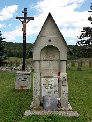 Náhrobek rodiny Strunzovy na kvildském hřbitově