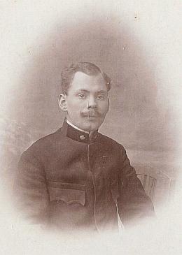 """V roce 2020 nám Oskar Schönweitz z Německa poslal podobenku s popisem """"A.Benno Strunz, Postoffizzier, Bergreichenstein"""" - mohl by zachycovat jeho syna Adolfa (pokřtěného ovšem Adolf Franz Josef), který padl v roce 1917"""