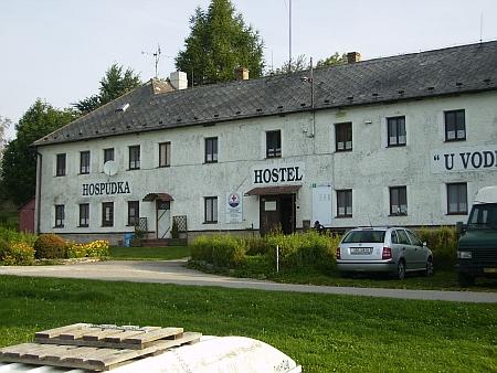 V jedné z mála zachovaných budov někdejší Dolní Vltavice je dnes školicí a výcvikové středisko vodní záchranné služby Českého Červeného kříže, hospůdka a hostel