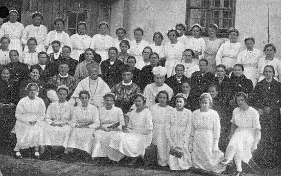 V březnu roku 1922 se v Dolní Vltavici za účasti opata Gilberta Schäffnera zrakouského Schläglu světily kostelní zvony, Rose Studenerové bylo ani ne za měsíc 15 let a je tu asi mezi přítomnými divkami i ona