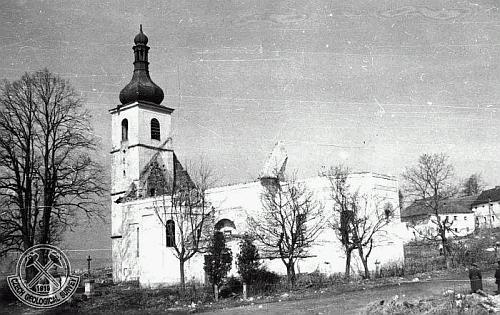 Snímek Bohumila Červeného z roku 1959 zachycuje počáteční stadium demolice kostela v Dolní Vltavici (viz i Johann Studener)