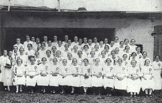 Mariánská kongregace při svěcení praporu válečných veteránů v Dolní Vltavici v červnu 1927