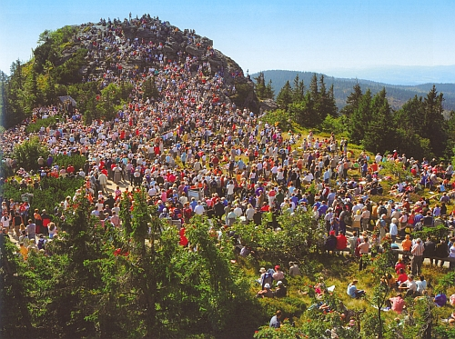 Další dva záběry z každoroční srpnové pouti na vrchol Velkého Javoru