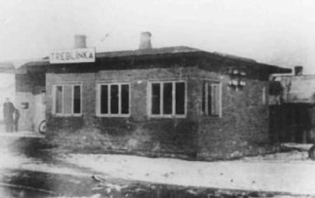 Nádraží u koncentračního tábora Treblinka, fotografie pochází z alba velitele tábora Kurta Franze