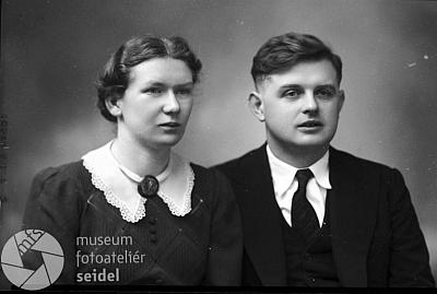 """Svatební podobenka """"krejčovského mistra"""" Franze Suchomela, pořízená 11.února roku 1939 v českokrumlovském fotoateliéruJosefaSeidela"""