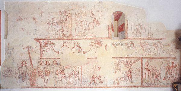 Celkový záběr restaurovaných fresek na severní stěně kostelní lodi