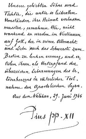 """Rukopisné požehnání papeže Pia XII. z června 1946 sprojevem """"otcovské účasti"""" vyhnancům, """"našim milovaným synům a dcerám, kteří museli za tak bolestiplných okolností opustit domov"""""""
