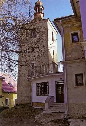 Věž bývalého kostela sv. Anny v Hojné Vodě zůstala stát, samotný kostel byl zbořen roku 1963
