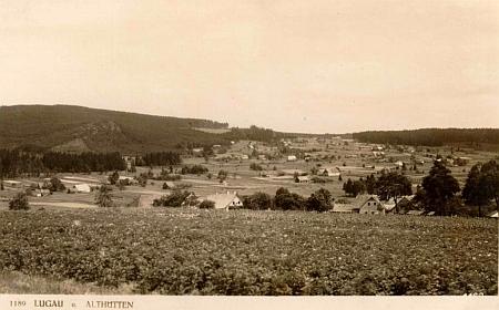 Dnes zcela zaniklý Lukov na pohlednici českokrumlovského fotoateliéru Josefa Wolfa a na leteckém snímku z roku 1952