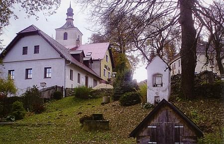 Hojná Voda - návrší s pramenem pod bývalým kostelem sv. Anny