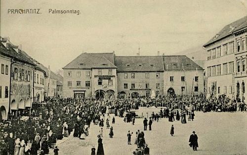 Květná neděle v Prachaticích na pohlednici zdejší firmy Johann Hirsch