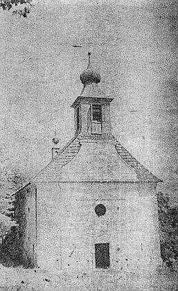 Kostel svaté Anny v rodných Českých Žlebech svyvrtanými děrami pro odstřel v roce 1965