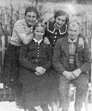 S rodiči na snímku asi z roku 1936