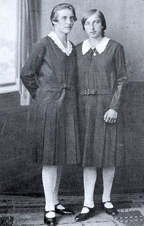 Se sestrou Marií v roce 1934