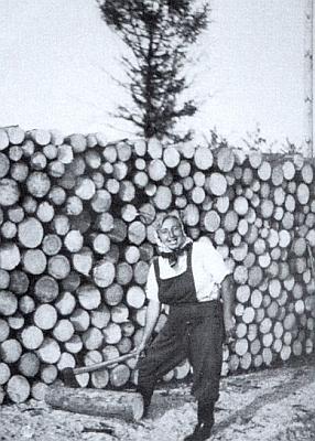 """V roli šumavské lesní dělnice ještě """"u nás"""""""