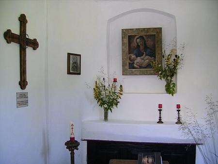 Kaple v rodné vsi, obnovená v roce 1990 i s jejím přispěním