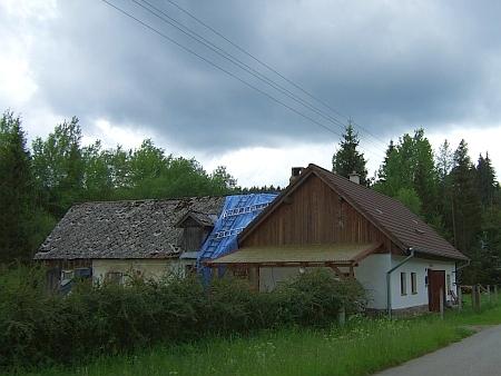 Rodný dům v Leopoldově čp. 4 (viz i Erich Talirsch) s krupobitím poškozenpou střechou v červnu 2016