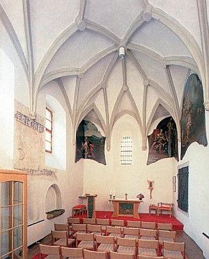 Nově, až roku 1997 zřízená kaple sv. Václava ve staré sakristii svatovítského kostela