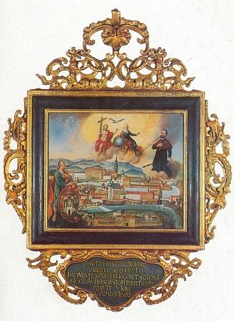 """Votivní obraz z roku 1681, z kostela sv. Víta, zachycuje starý Krumlov s prosbou """"Zachraň nás od smrti"""" a odpovědí Františka Xaverského, """"apoštola východu"""":""""Zachránil jsem vás jeho rukou"""""""