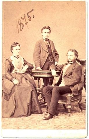 S otcem a matkou na fotografické vizitce zroku 1875