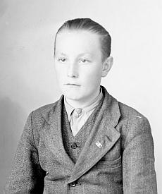 Její budoucí manžel Alois Tausch na snímku z října 1944