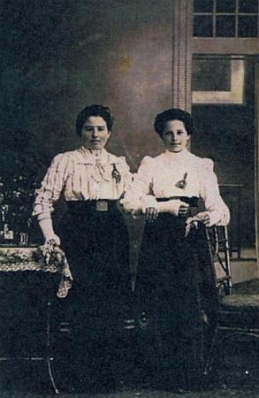 Maminka se sestrou Nanni