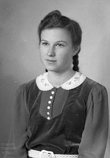 Patnáctiletá na snímku z 20. února 1943