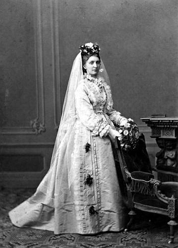 Jeho matka Karoline jako nevěsta