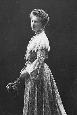 Jeho sestra Marie na snímku z roku 1906