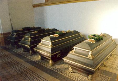 Interiér kaple s ostatky členů rodiny Buquoyů v rodové hrobce