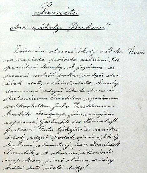 O tom, jak poměrně idylické byly ještě počátkem minulého století národnostní vztahy na buquoyském panství, svědčí také úvodní strana školní kroniky obce Buková, odvolávající se na Teichlův knižní dar