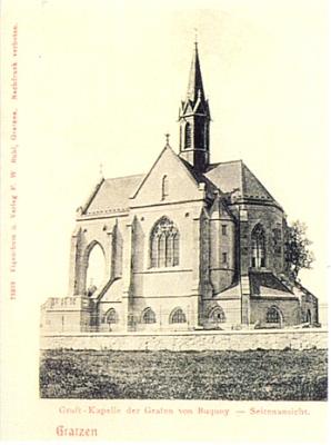 Buquoyská hrobka na staré pohlednici, vydané rovněž v Nových Hradech (viz i Georg von Buquoy)