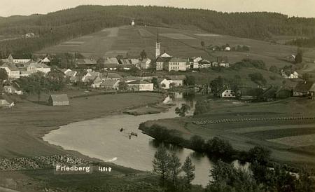 Frymburk s Vltavou na pohlednici Franze Seidela...