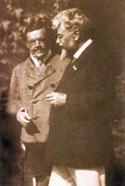 Ludwig Thoma (vlevo) s jiným klasikem bavorské prózy Ludwigem Ganghoferem, vedle kterého leží i pochován v Rottach-Egern