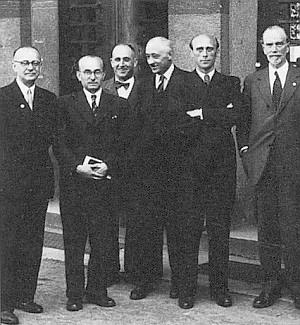 Franz Anton spolu s Walterem Becherem na Svatodušních sudetoněmeckých kulturních dnech 1949 (prvý a druhý zprava)