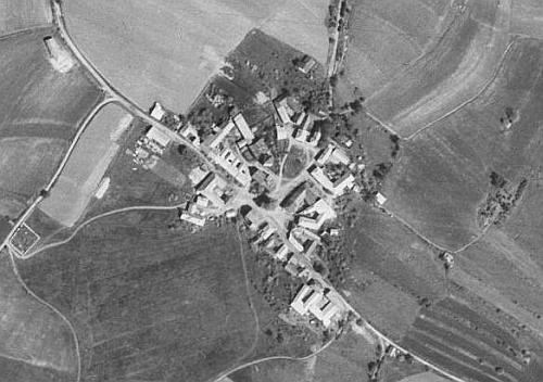 Slavkov  na leteckých snímcích z let 1949 a 2008
