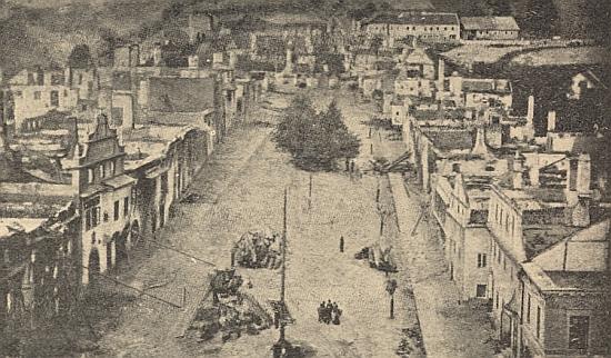 Dva záběry následků velkého požáru Vimperka v červenci 1904, necelé tři roky poté, co se tom městě narodil místnímu staviteli a jeho ženě z tiskařské rodiny Steinbrenerových