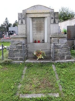 Památník padlých v 1. světové válce na hornovltavickém hřbitově