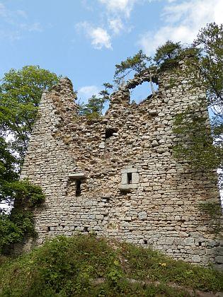 Zřícenina hradu Kunžvart a poutní kaple Panny Marie Pomocné nad Strážným