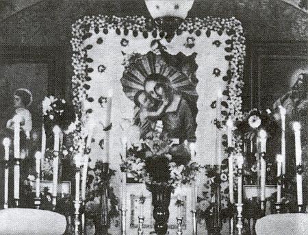 Někdejší podoba oltáře mariánské poutní kaple na Kamenném vrchu nad Strážným