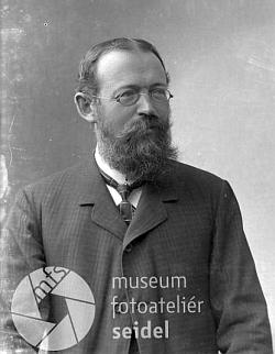 Na snímku z fotoateliéru Seidel, datovaném 15. května 1910